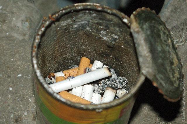 Как бороться с курильщиками в подъезде: борьба на лестничной площадке