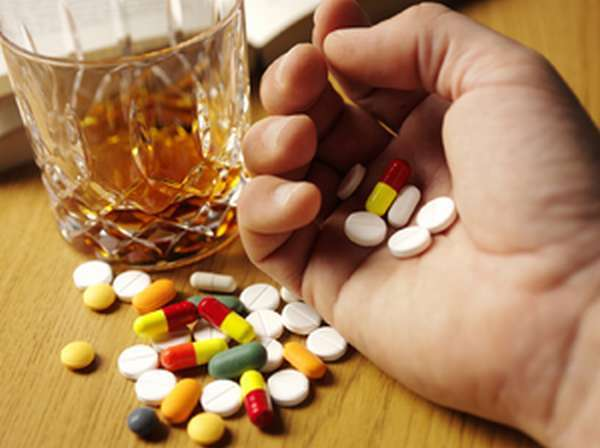 Лирика и алкоголь: совместимость, через сколько можно, последствия