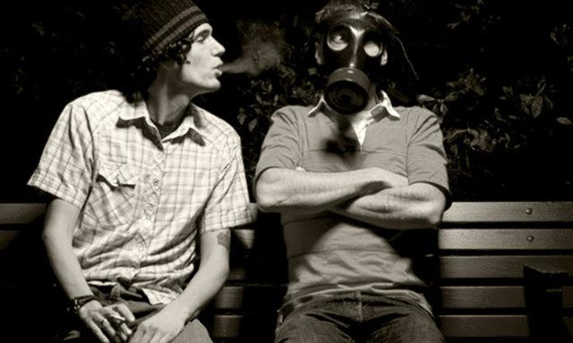 Соседи курят в подъезде: что делать, дым, курение