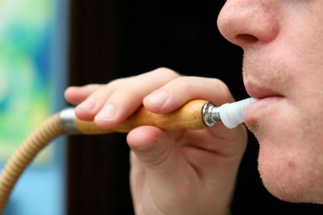Со скольки лет можно курить кальян: пускают в кальянную