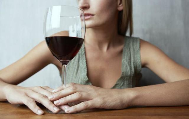 Ботокс и алкоголь: совместимость, через сколько можно, последствия