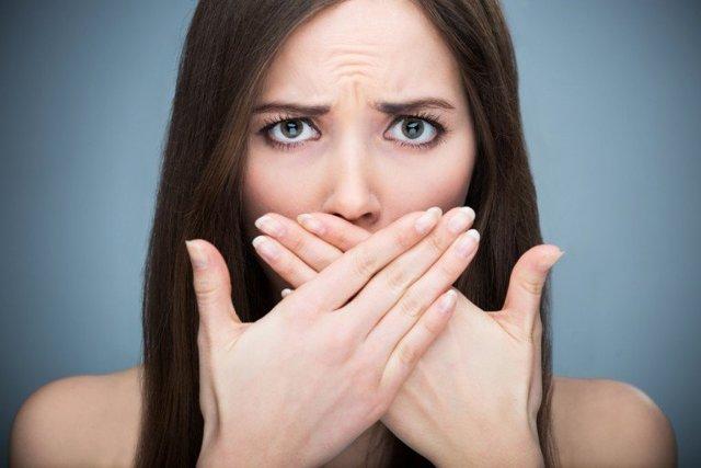 Как избавиться от запаха сигарет изо рта: бросил курить, появился