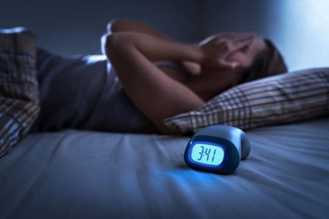 Не могу уснуть с похмелья: что делать, как заснуть, бессонница